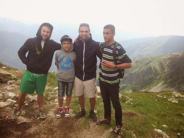 И все пак част от групата погледна околностите стъпили на връх Мальовица