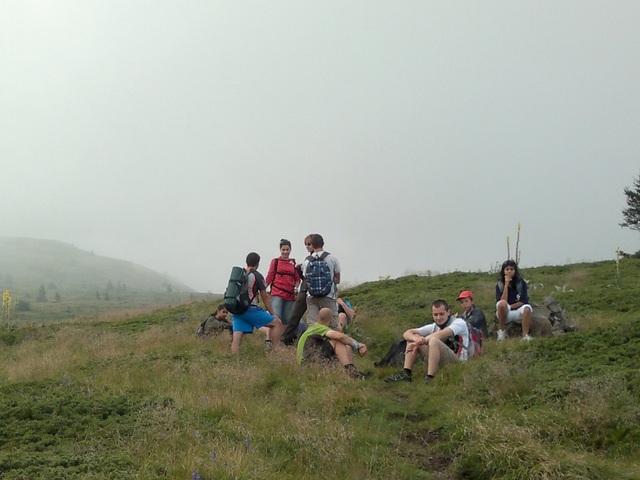 Кратка почивка по пътя към връх Ком.
